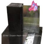 glass butterfly in headstone grave - brendableijenberg - atelierhetglazennest